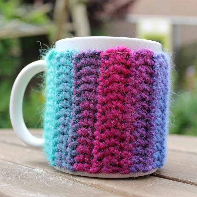 Beautiful mug cozy - links to a free pattern