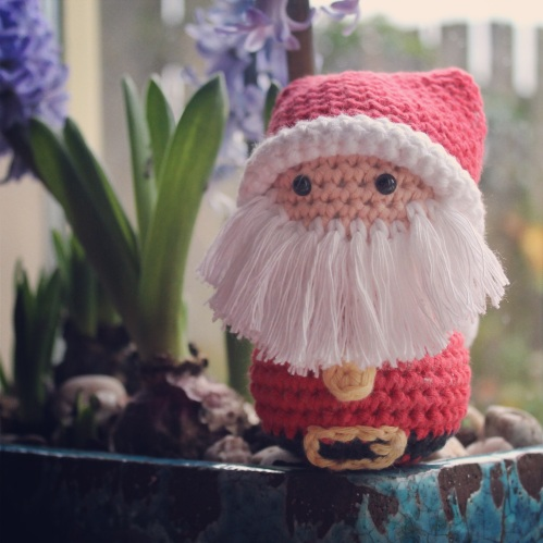 Santa Bust on missneriss.com.  Links to a free pattern by Dendennis!