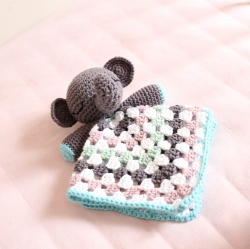 Elephant Snuggle on missneriss.com - free pattern