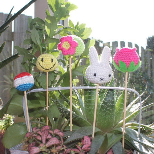 Happy Dutch Spring crochet cake pop collection on missneriss.com