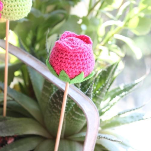 Tulip crochet cake pop on missneriss.com