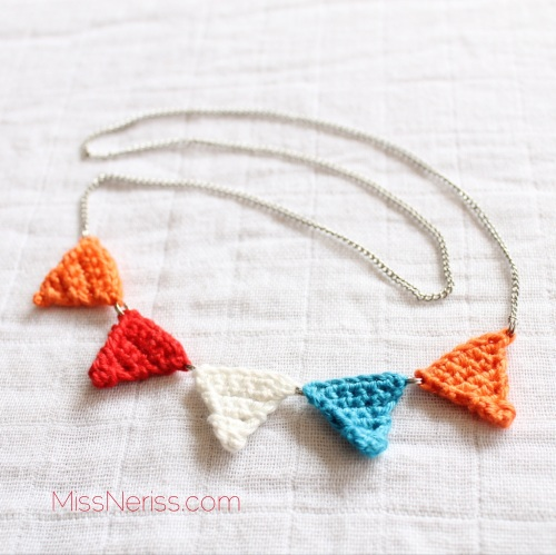 King's Day Bunting necklace, available on missneriss.com #koningsdag #koninginnendag