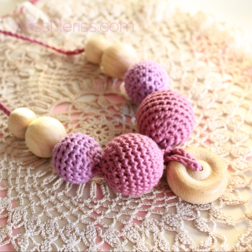 Crochet teething necklace on missneriss.com #baby #crochet #teething