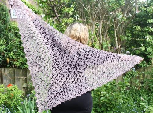 Spring Shawl made with Malabrigo Silky Merino on missneriss.com #crochet #yarn