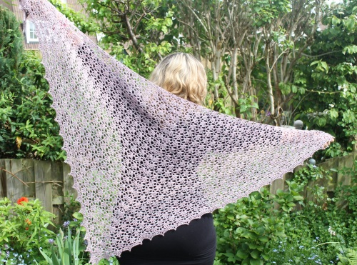 Spring Shawl made with Malabrigo Silky Merino on missneriss.com #crochet #yarn