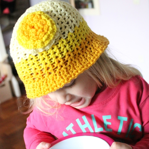 Bucketful of Sunshine hat on missneriss.com, made with Scheepjeswol Cotton 8. #scheepjeswol #cotton8 #scheepjes
