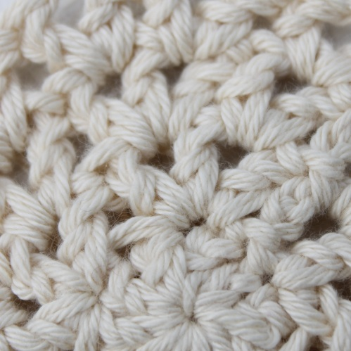 Looking closer at the V-Stitch on missneriss.com #crochet #stitch #scheepjes #scheepjeswol #cotton8