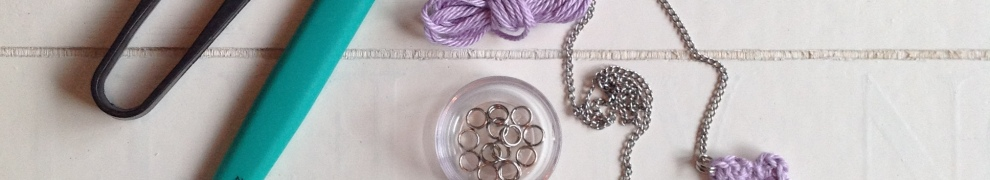 Little Girl Necklace - super simple project by @missneriss