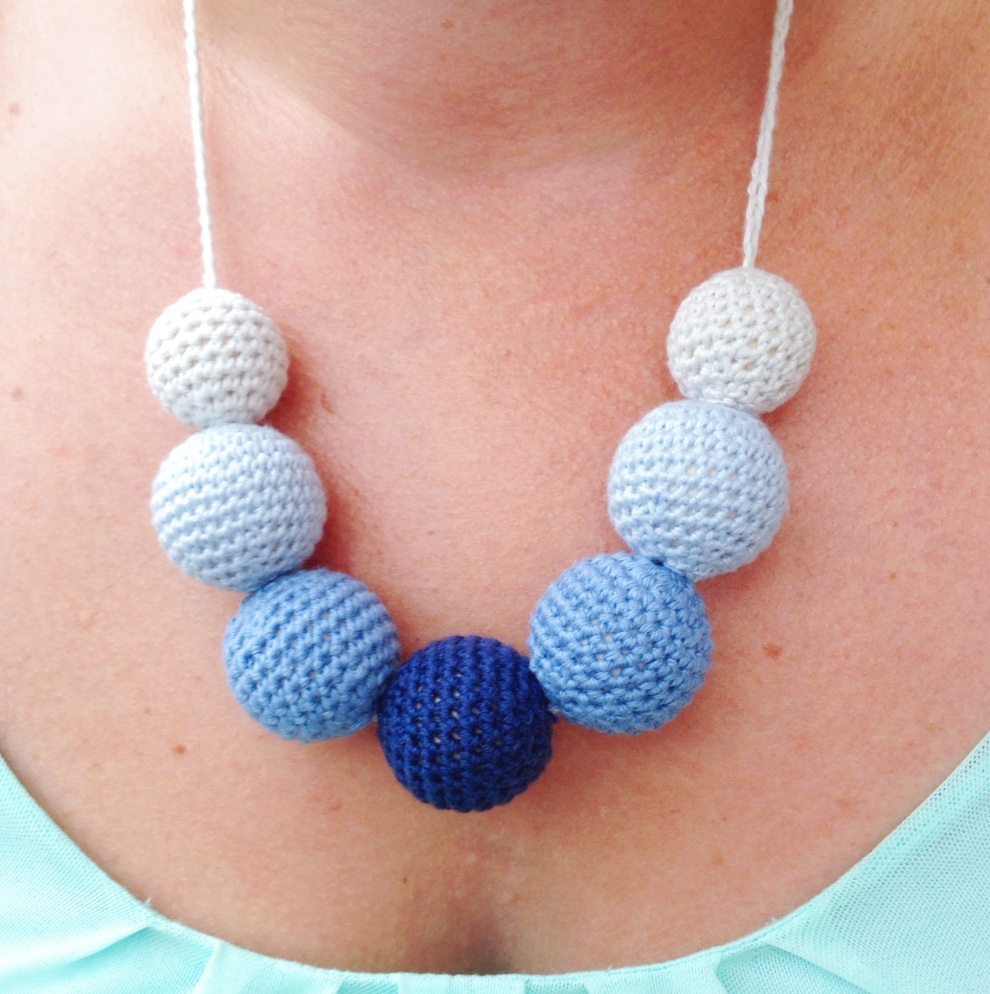 Minimans Nursing Necklace isnt just for nursing mamas! Its a beautiful accessory in its own right! Free crochet tutorial