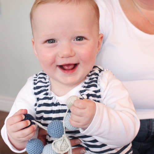 A quick smile for the camera before I shove this in my mouth! Minimans Nursing Necklace - tutorial