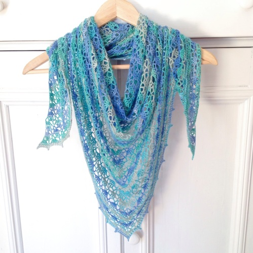 The Spring Shawl in turquoise and blue, using Bamboo Batik by Alize. Pattern: https://missneriss.com/2014/03/20/spring-scarf-pattern/