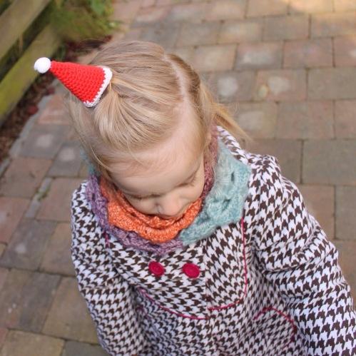 Merry Mini Christmas - Mini Santa Hat pattern from @missneriss
