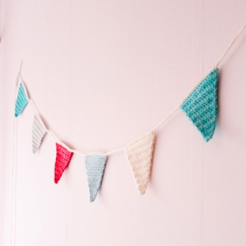Christmas Bunting, part of the Scheepjes Christmas Blog Hop, see and make all ten of the beautiful Christmas projects!