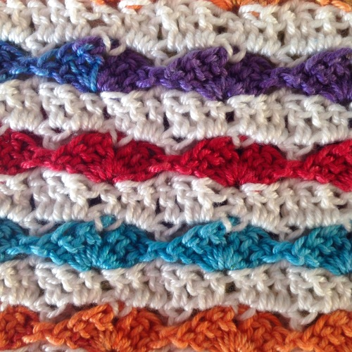 Heart stitch from the back- free crochet tutorial on by @missneriss