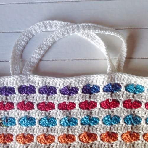 Shoulder straps of the Rainbow Hearts Tutu - free crochet tutorial on by @missneriss