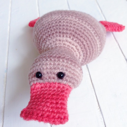 amigurumi duckling - free design by http://mrsemonessy.de