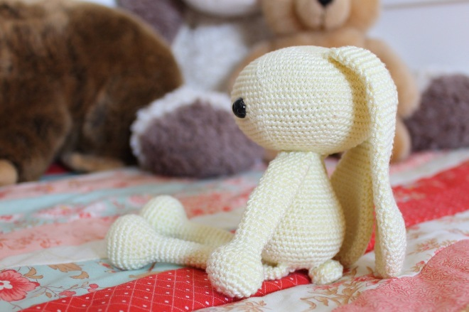 Flop-Eared Bunny free pattern by @MissNeriss made with Scheepjes Catona mini-skeins