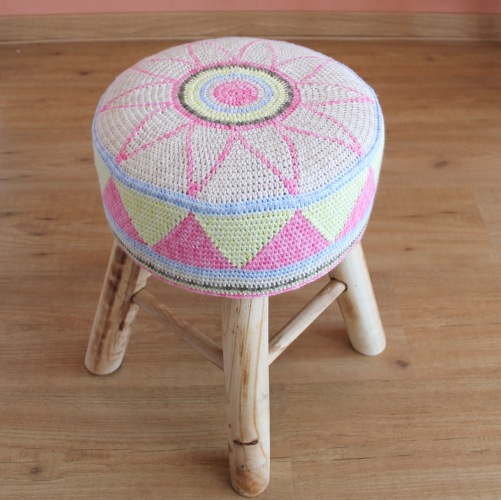 tapestry crochet stool cover | Tapestry haken krukje FREE pattern by missneriss