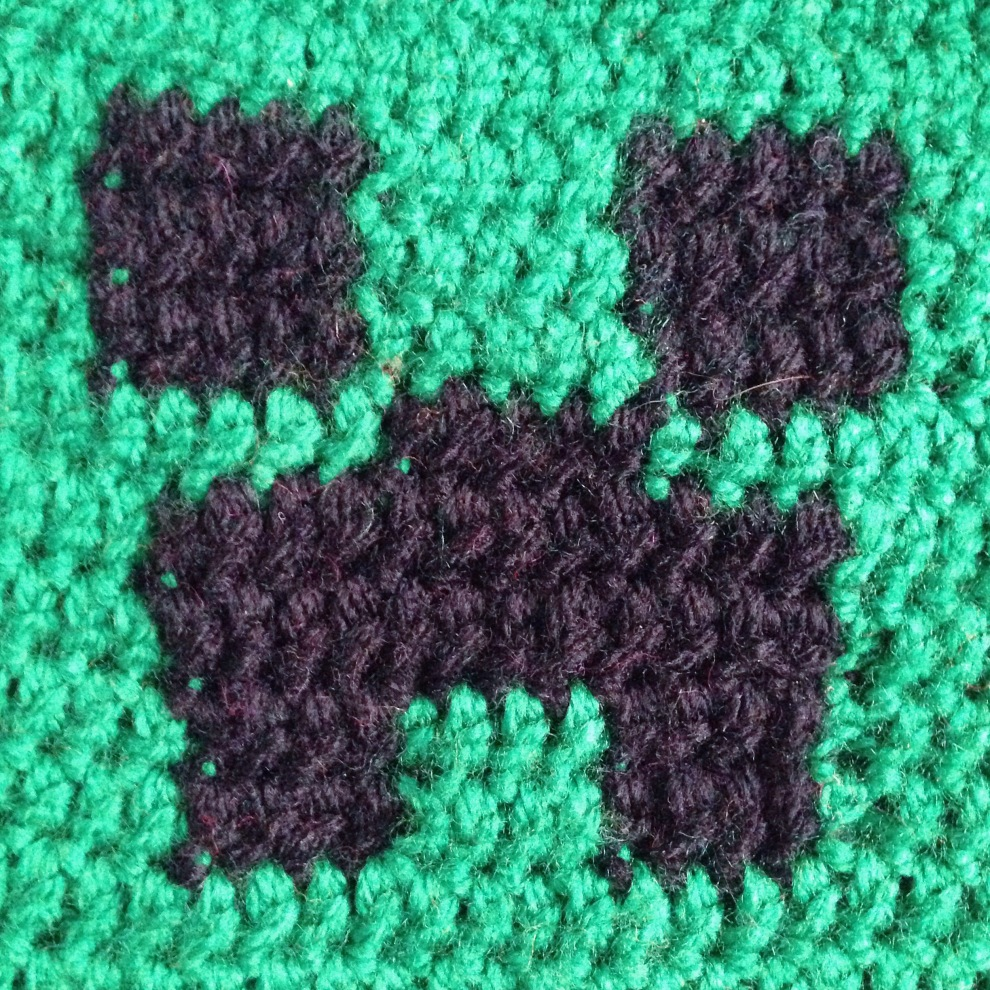 Minecraft inspired Beanie Hat, a free tutorial on missneriss.com