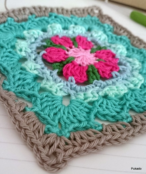 http://pukado.blogspot.nl/2014/10/crochet-mood-blanket-2014-october.html