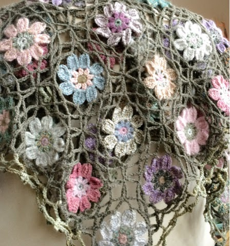 http://alicebyday.blogspot.nl/2015/02/another-blanket-in-bloom.html