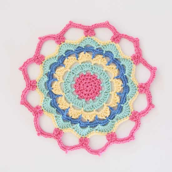 http://redagapeblog.com/2015/11/22/crochet-flower-power-mandala/