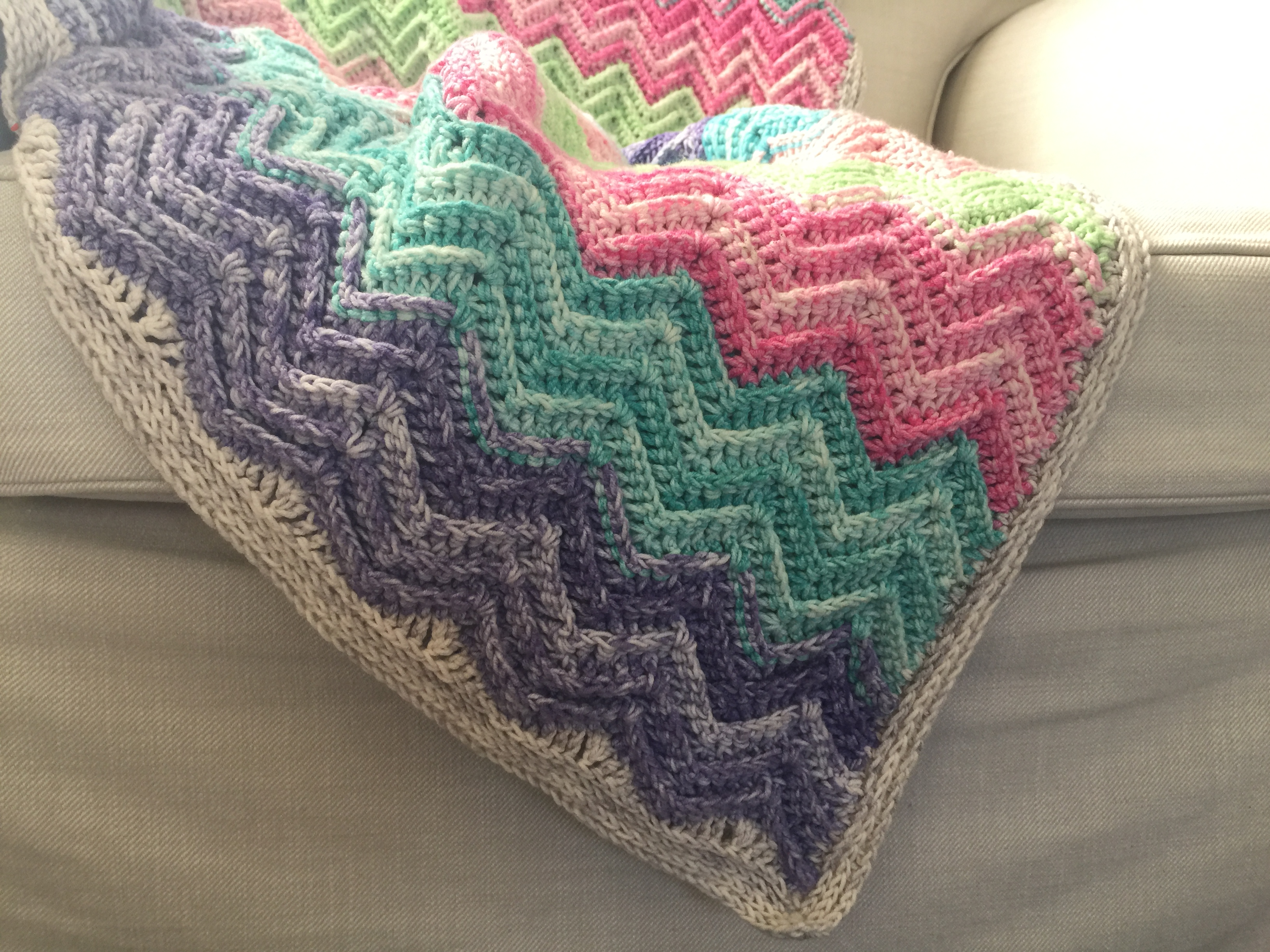 Textured Chevron Blanket, free pattern by Nerissa MuijsTextured Chevron Blanket, free pattern by Nerissa Muijs