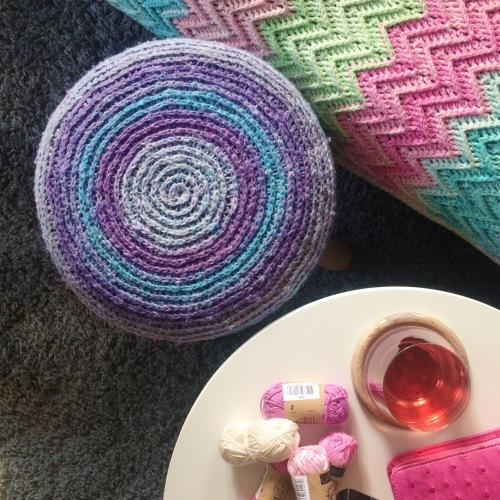 Katran crochet stool cover by Nerissa Muijs in Scheepjes Secret Garden http://shrsl.com/jj6p