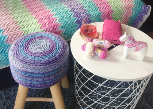 Katran crochet stool cover by Nerissa Muijs in Scheepjes Secret Garden http://shrsl.com/jj6p